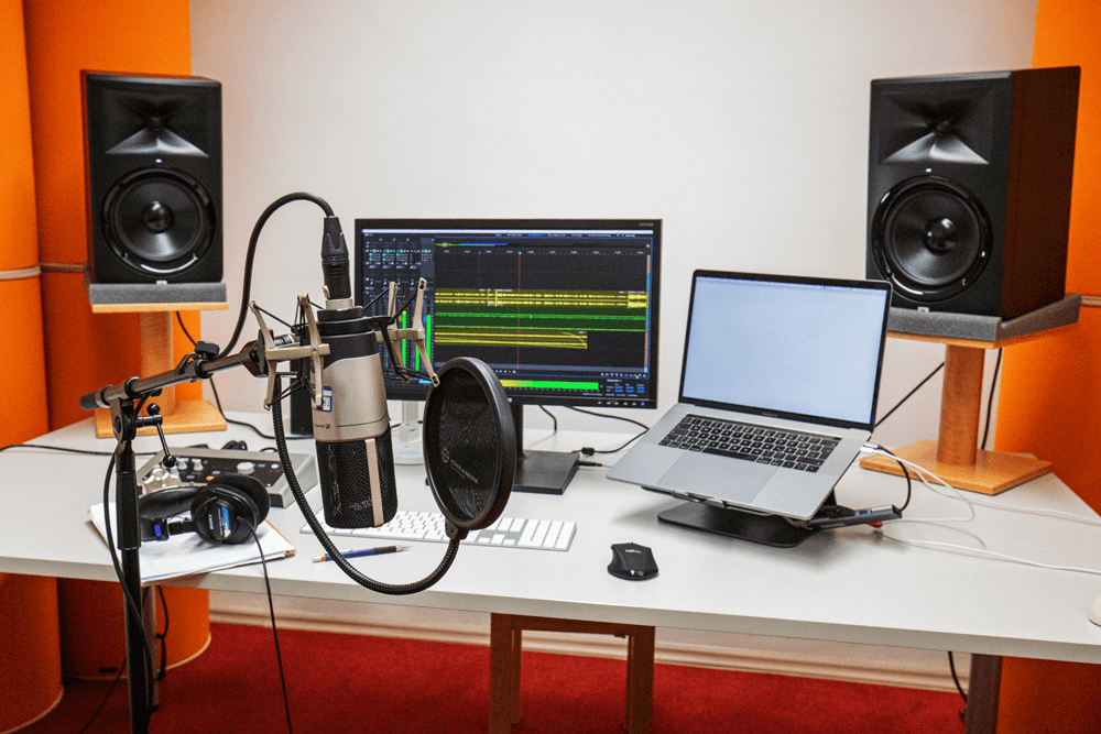 audiostudio with mac microphone and speaker
