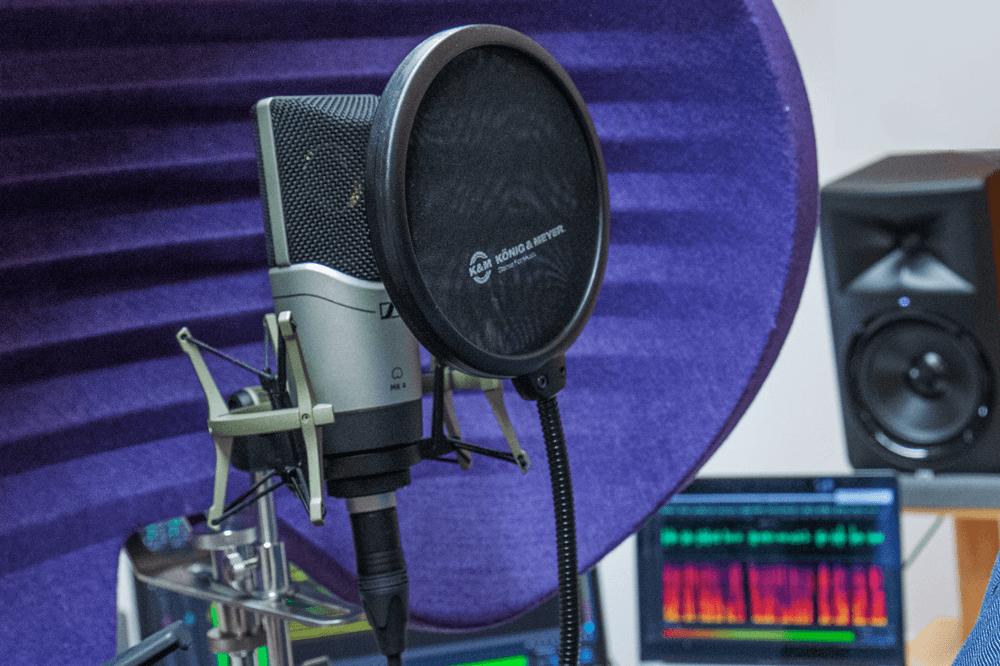 microphone in audiostudio